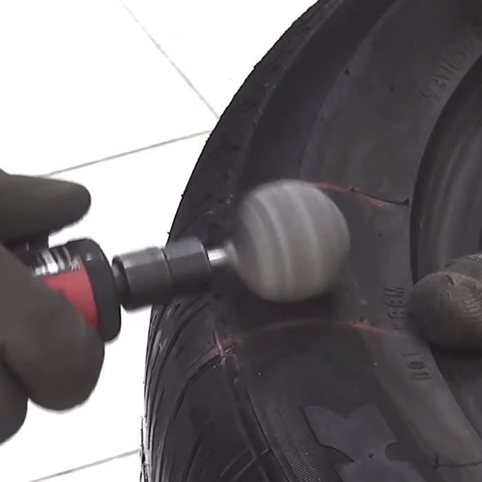 Начальный этап ремонта бокового пореза бескамерной шины